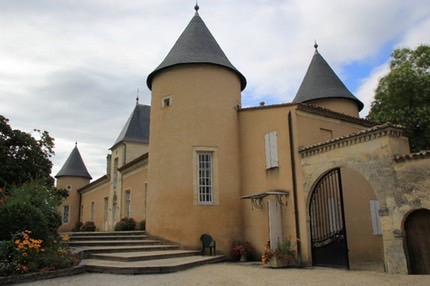 chateau-lescombes-33 e med med